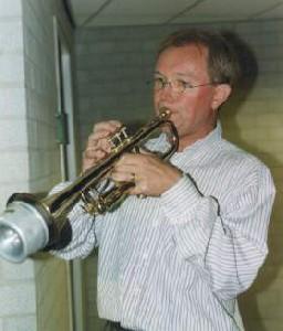 Ad speelt trompet